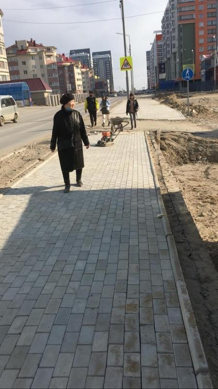 Подрядная организация приступила к устранению дефектов тротуаров по ул. Ларионова