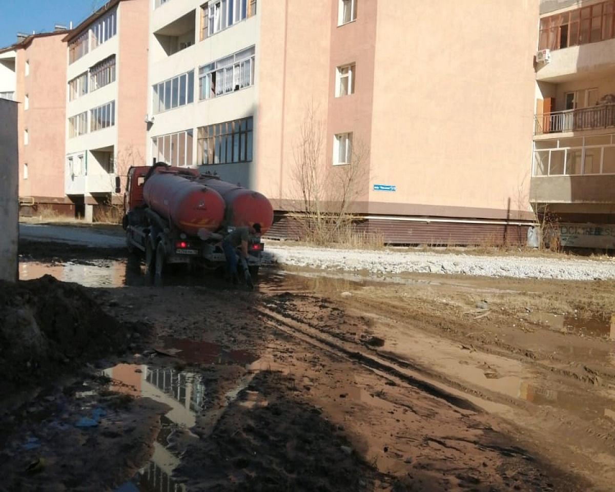 Продолжаются мероприятия по откачке талых вод с территории Якутска