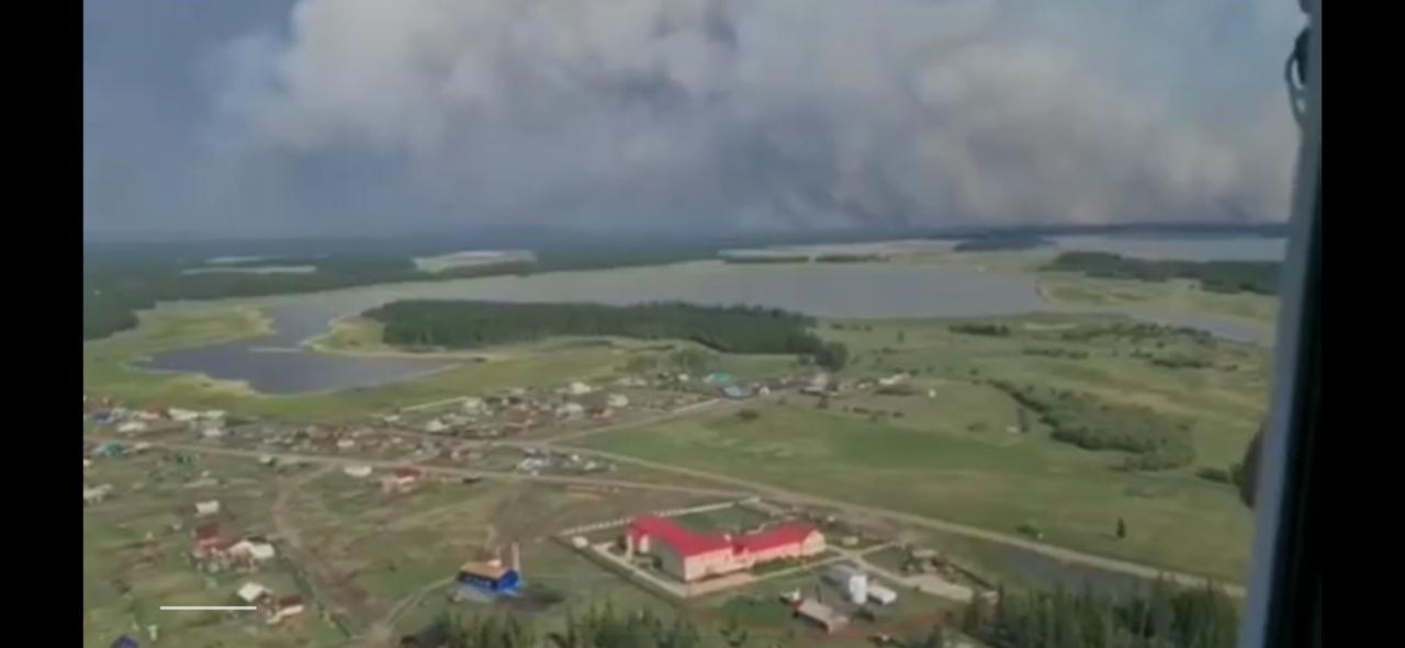 Пока руководство Якутии постит фотки с ПМЭФ, огонь подступает к населенным пунктам