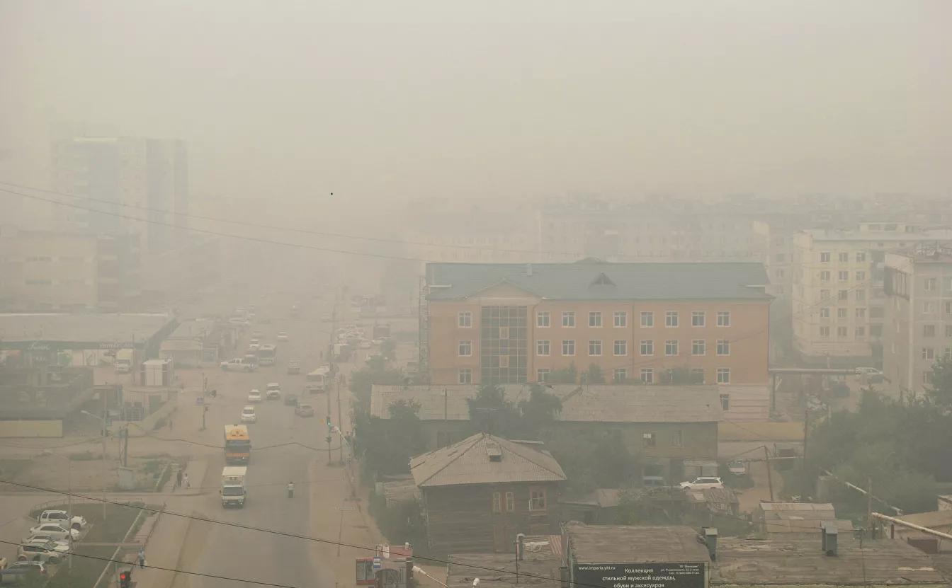 Дым в Якутске от лесных пожаров в Горном и Хангаласском улусах